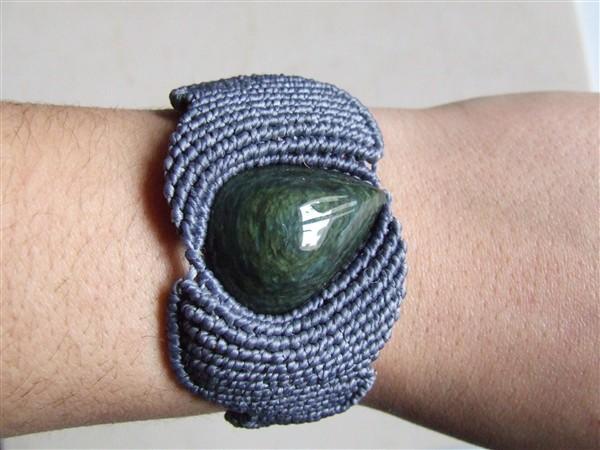 Bracelet décalé porté