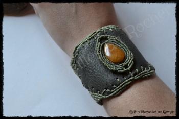 Bracelet cuir quartz jaune porte
