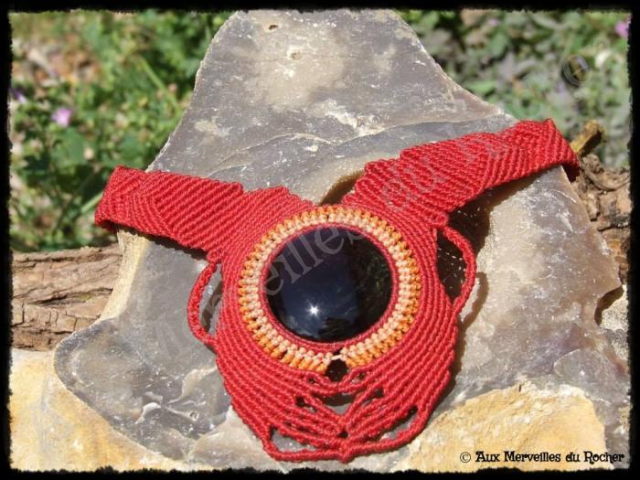 Collier boomerang obsidienne manto huichol