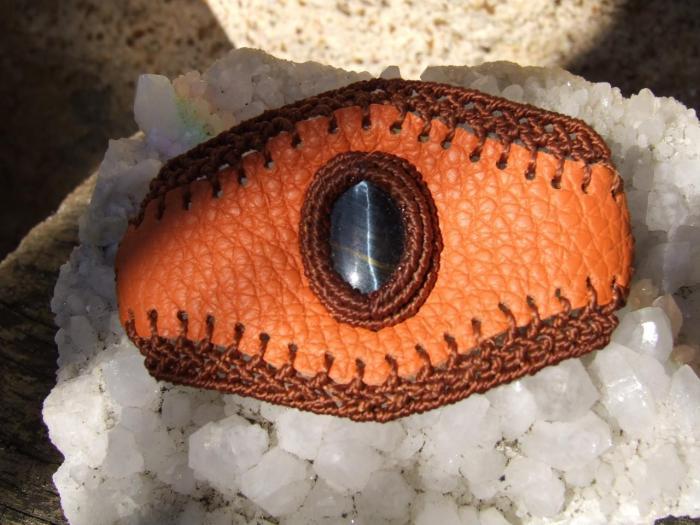 Bracelet cuir avec oeil de faucon