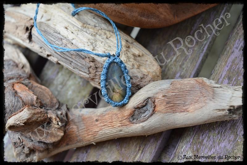 Pendentif simple labradorite dorée bleue