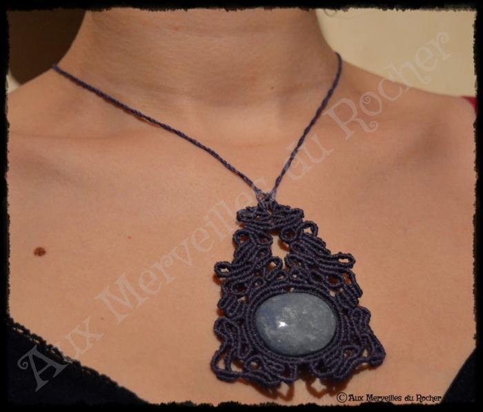 Pendentif volupté quartz bleu porté