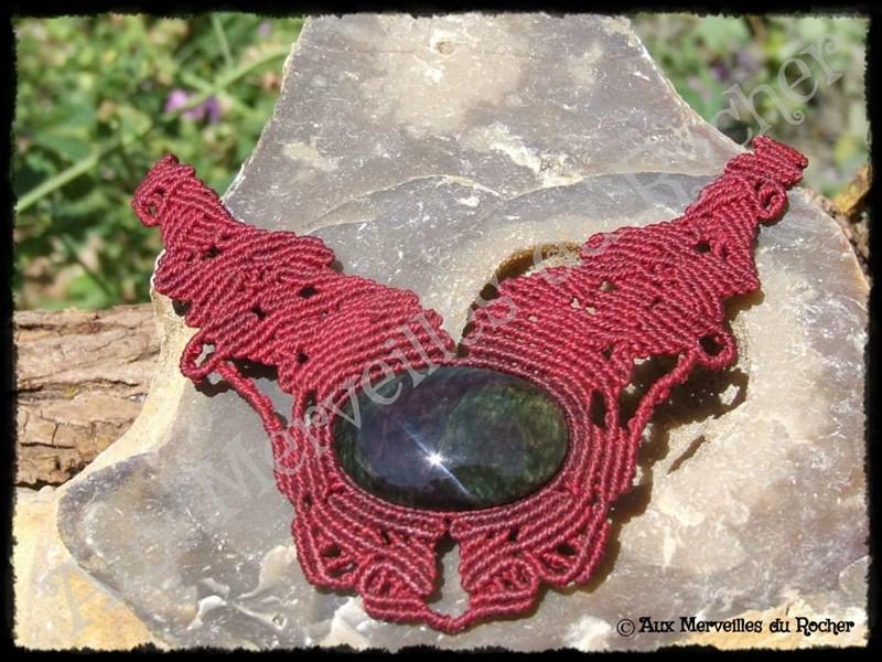 Collier entrelacs obsidienne manto huichol
