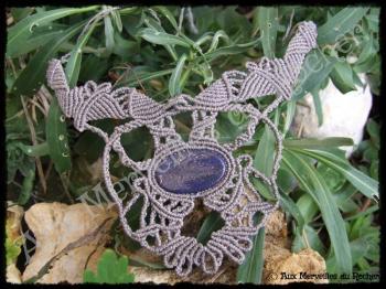 Collier plastron dentelle lapis lazuli