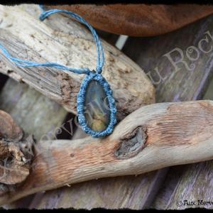 Pendentif simple labradorite doree bleue