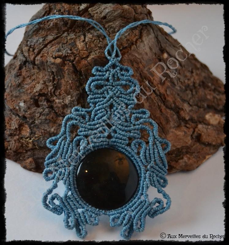 Pendentif volupte obsidienne manto huichol